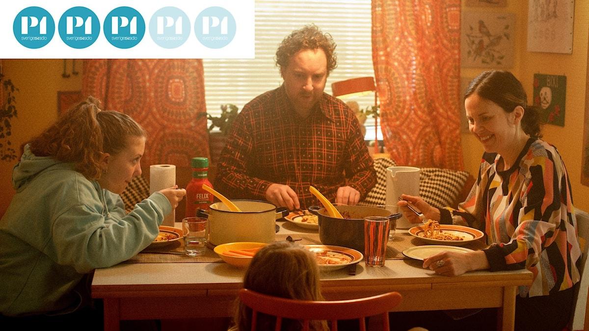 "Uje Brandelius och hans familj i filmen ""Spring Uje spring""."