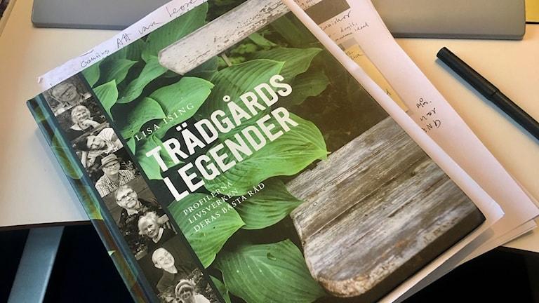 Tio trädgårdsmännsikor växtvittnar i boken Trädgårdslegender.