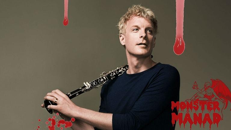 Klarinettisten Martin Fröst med vinjetten för Monstermånad i P1 Kultur.