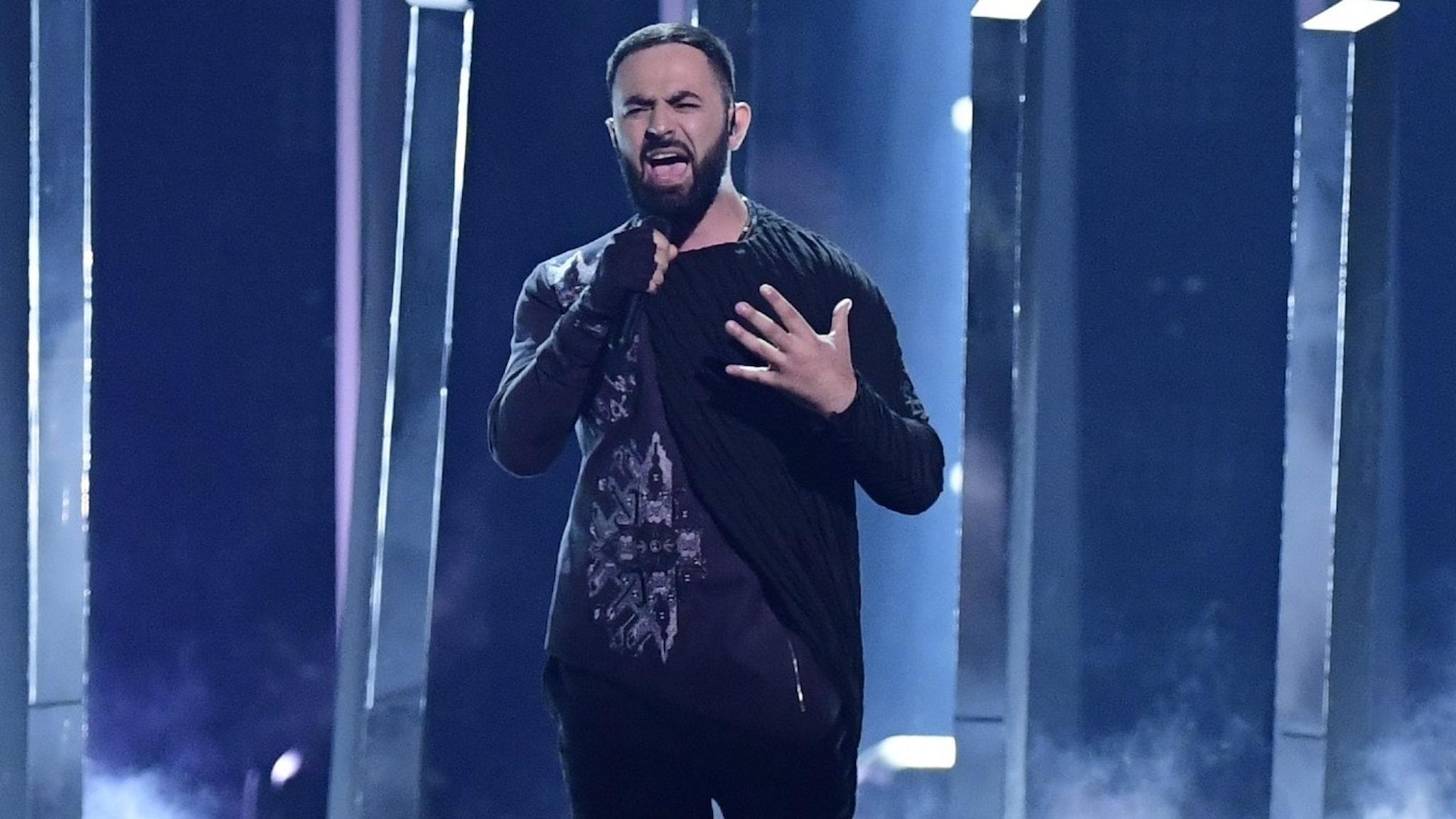 Sevak Khanagyan från Armenien framför bidraget Qami vid genrepet inför första semifinalen i Eurovision Song Contest i Lissabon 2018.