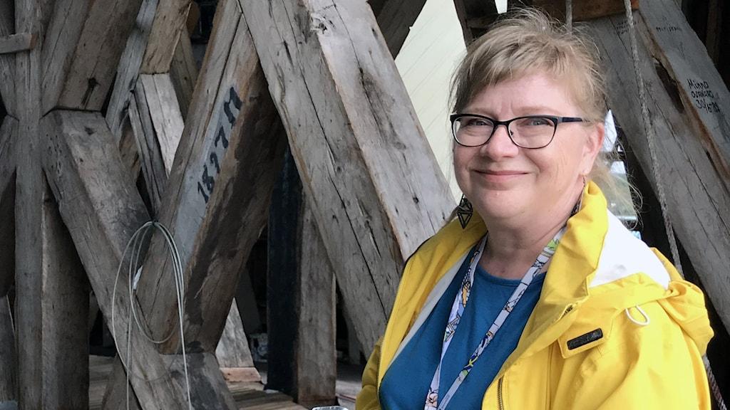 Eila Seppänen, projektledare Lapplands Yrkeshögskola, i Nedertorneå kyrktorn.