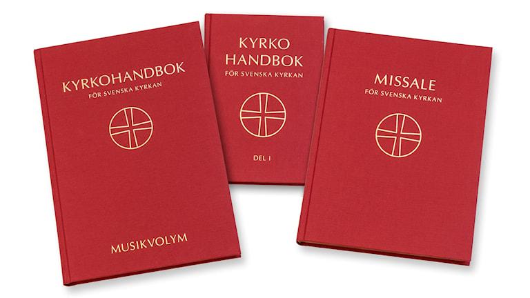 Under pingsthelgen börjar Svenska kyrkan att använda den nya, omarbetade kyrkohandboken.