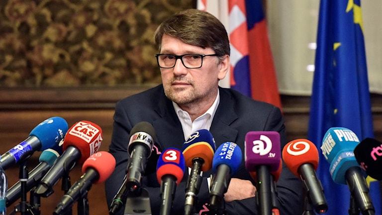 Slovakiens kulturminister Marek Madaric avgår.