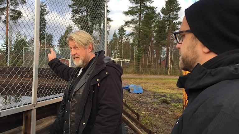 Rolf Lassgård som polisen Erik Bäckström och regissören Jens Jonsson vid inspelning av TV serien Jägarna, Vidsel, Norrbotten.