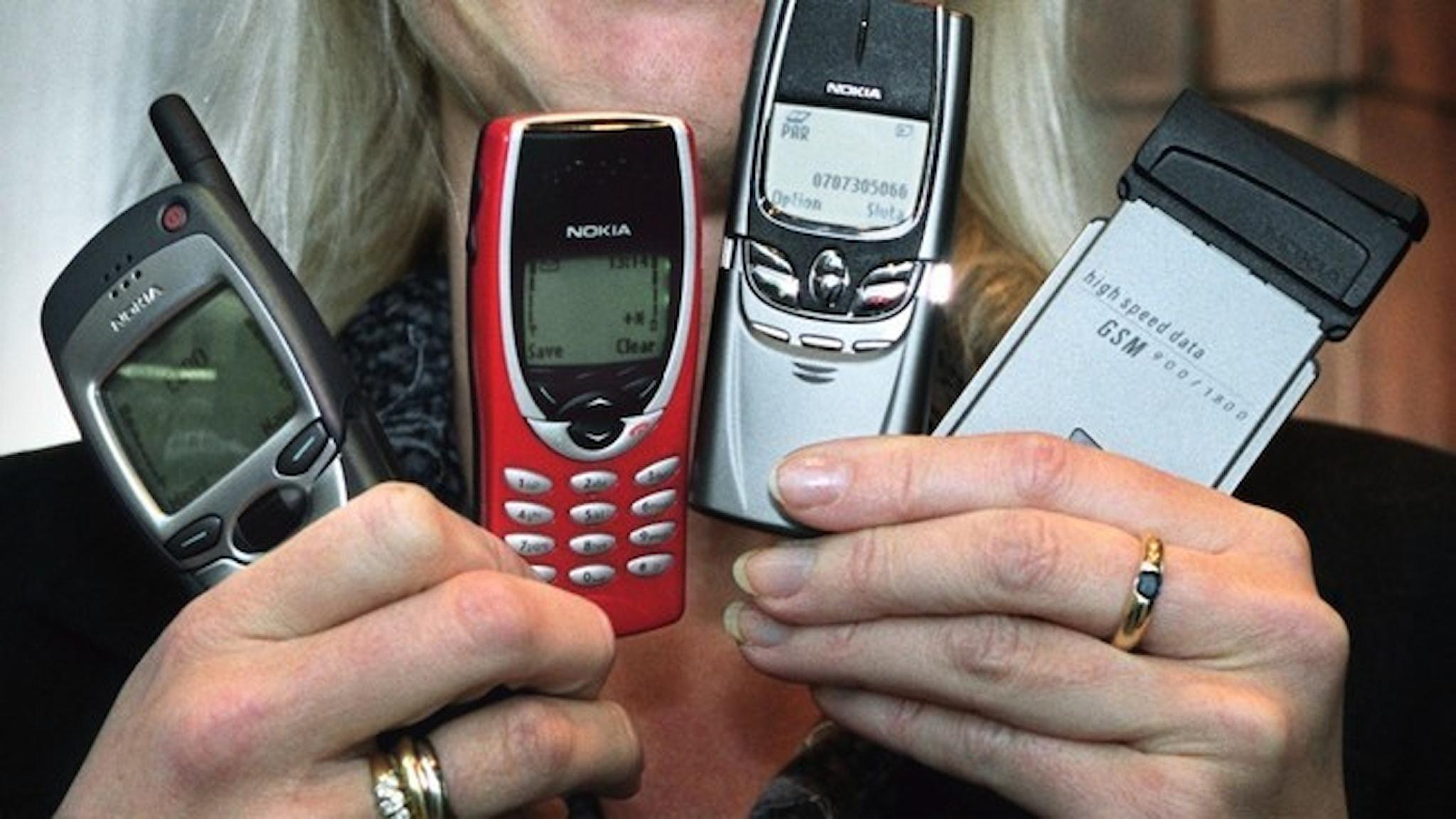 Fyra Nokia-telefoner från 1999.