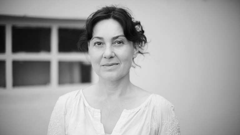 Nora Szentiványi är född 1969 i Budapest