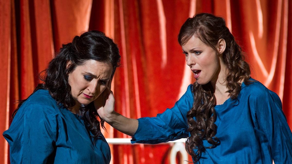 Katarina Karnéus som Norma och Ida Falk Winland som Adalgisa