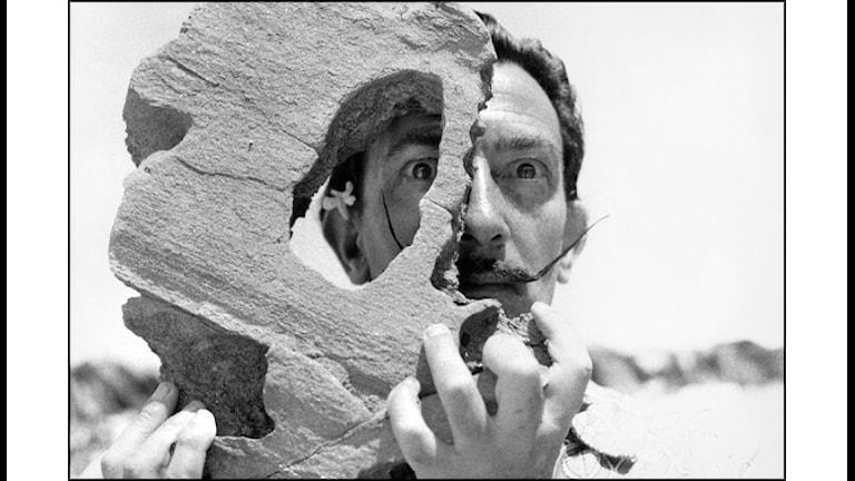 Salvador Dalí fotograferad av Harry Dittmer 1953
