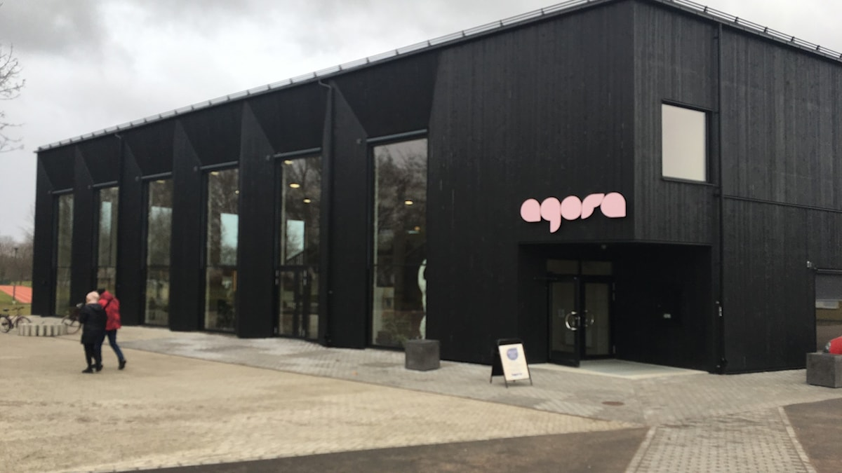 Kulturhuset Agora i miljonprogrammet Skäggetorp i Linköping