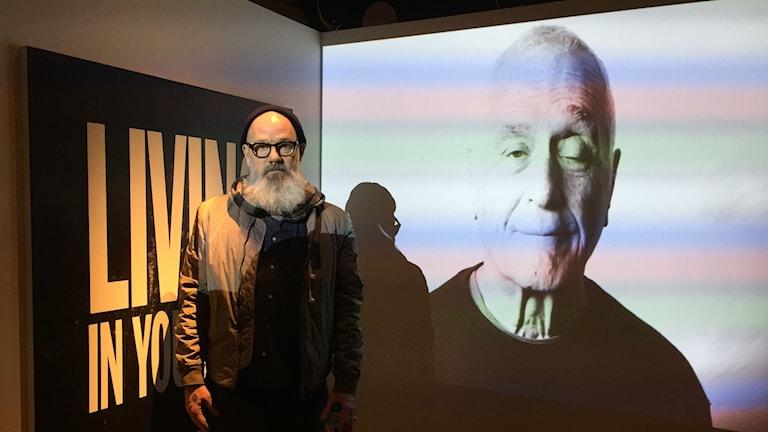 Michael Stipe framför sin film om John Giorno. Foto: Berit Nygren/SR
