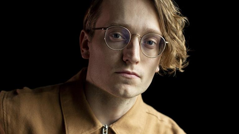 Axel Åhman - författarporträtt