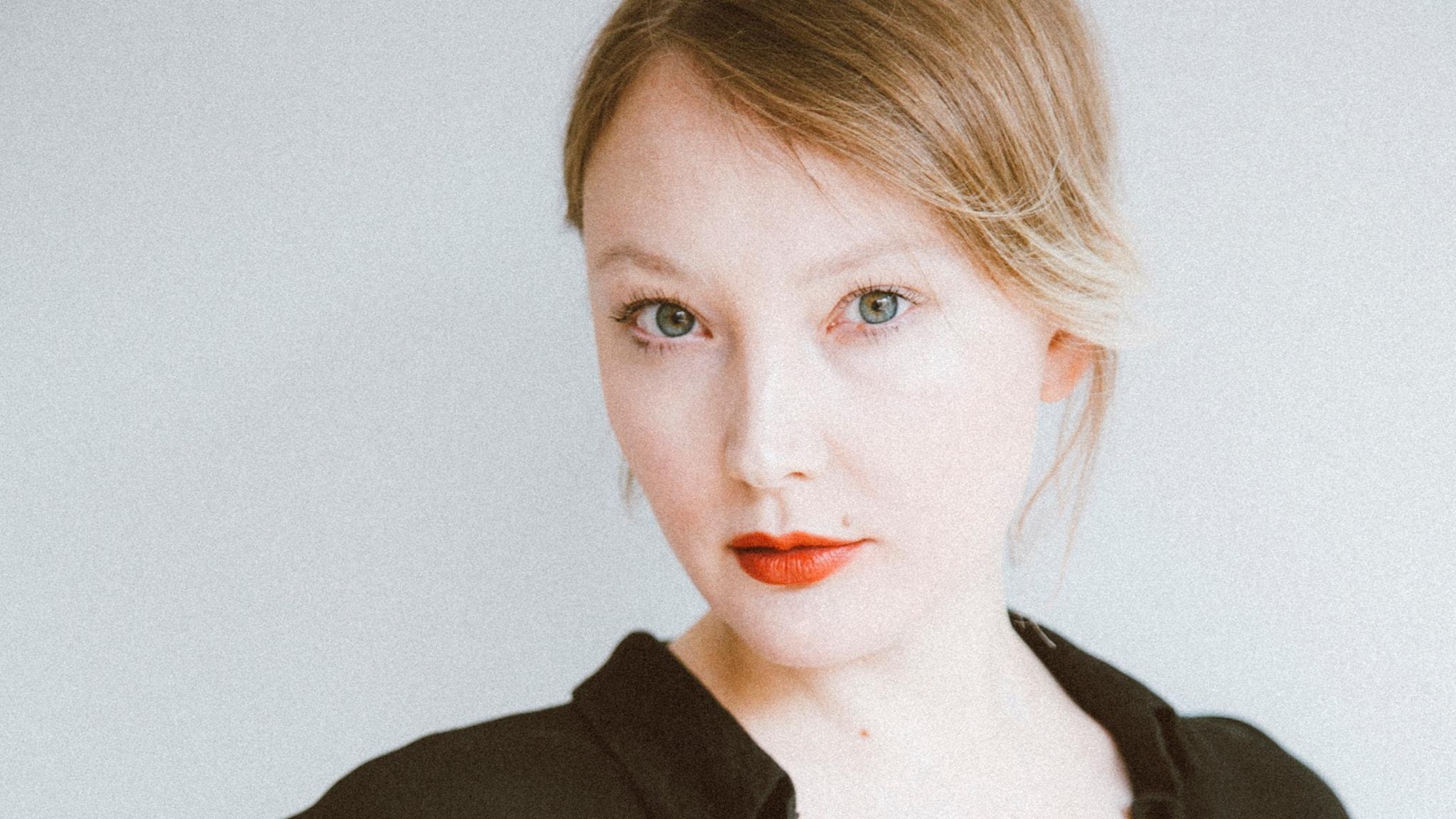 Författaren Emma Holm, aktuell med debutromanen Skäl