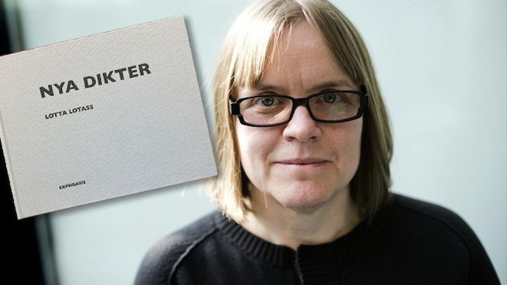 """Porträtt av författaren Lotta Lotass, infällt är omslaget till hennes bok """"Nya dikter""""."""