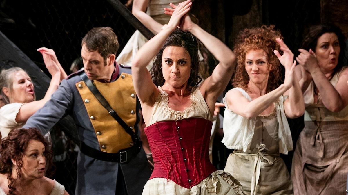 Carmen på Göteborgsoperan. Fr v: Joachim Bäckström, Katarina Giotas, Mia Karlsson.