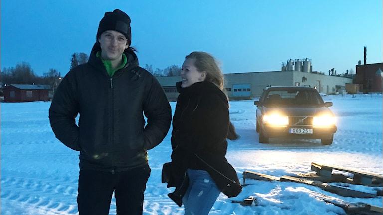 """Regissör Victor Lindgren med skådespelaren Elin Marklund som har huvudrollen i den nya filmen """"Till Drömmarnas Land""""."""