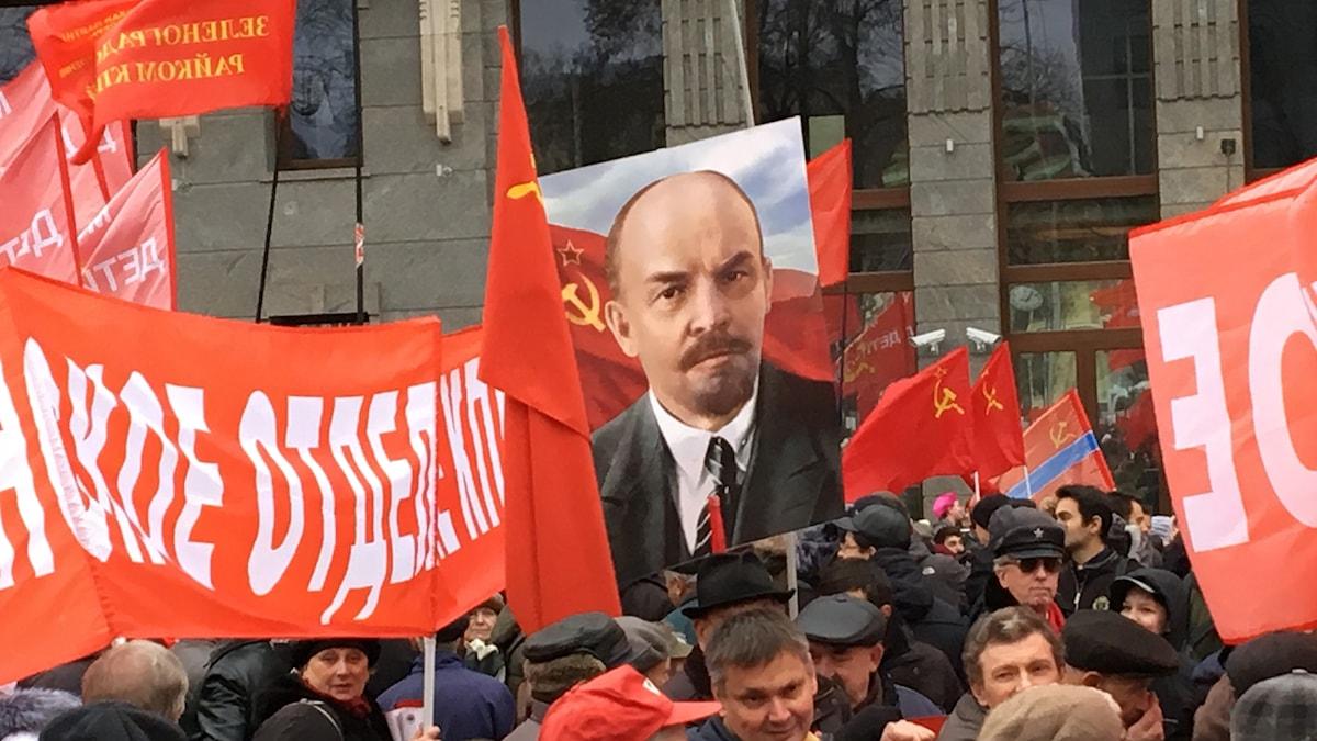 Kommunisternas marsch i Moskva på hundraårsdagen av ryska revolutionen.