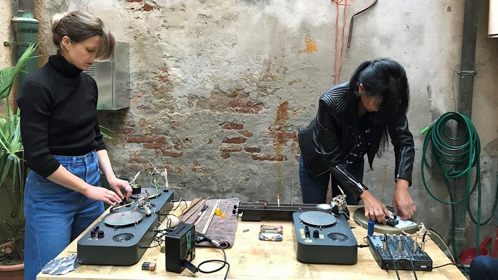 Julia Giertz och Vivian Wang