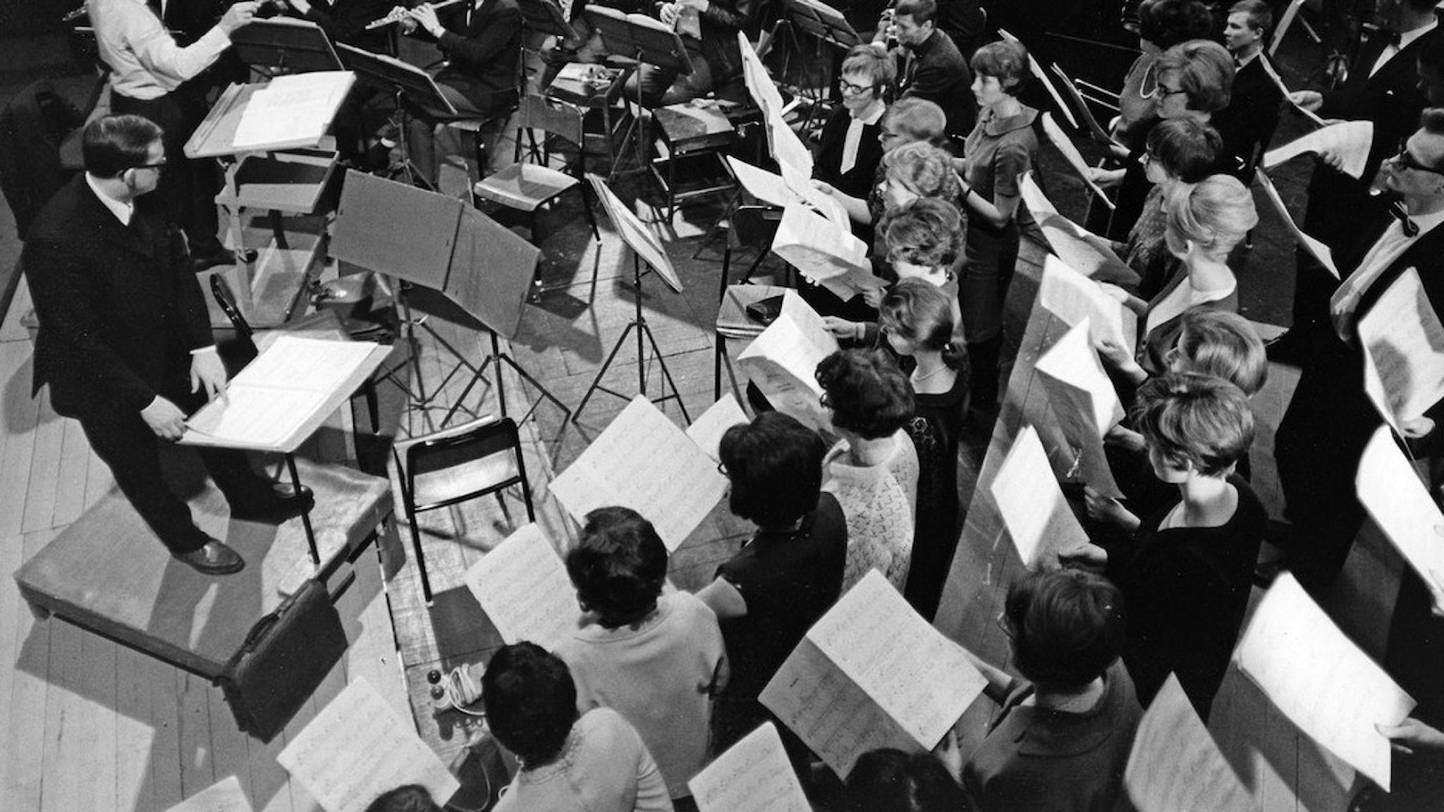 Uppsala Akademiska kammarkör och Gävle Orkesterförening. 1967.