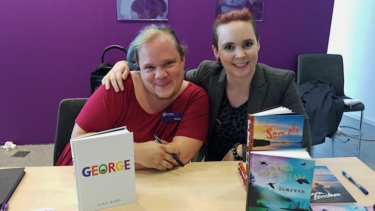 Författarna Alex Gino och Sara Lövenstam.