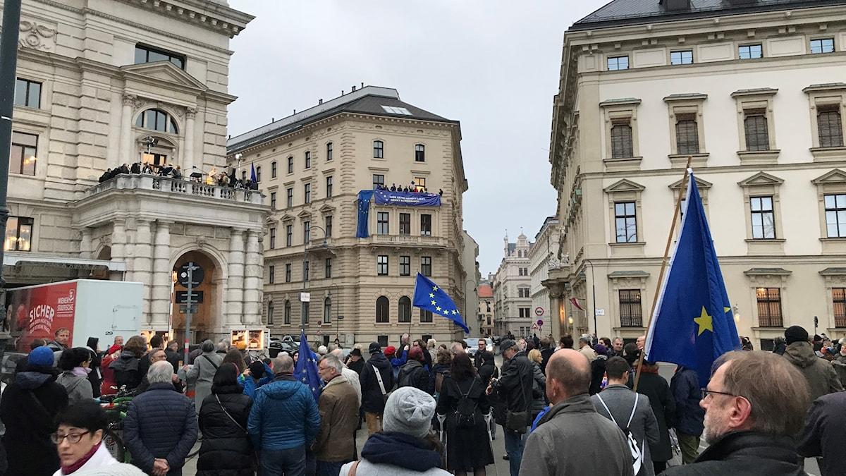 Från två balkonger i Wien utropades den Europeiska republiken.