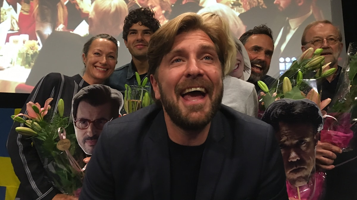 Ruben Östlund jublar efter att ha blivit svenskt Oscarsbidrag med The Square. Foto: Sveriges Radio
