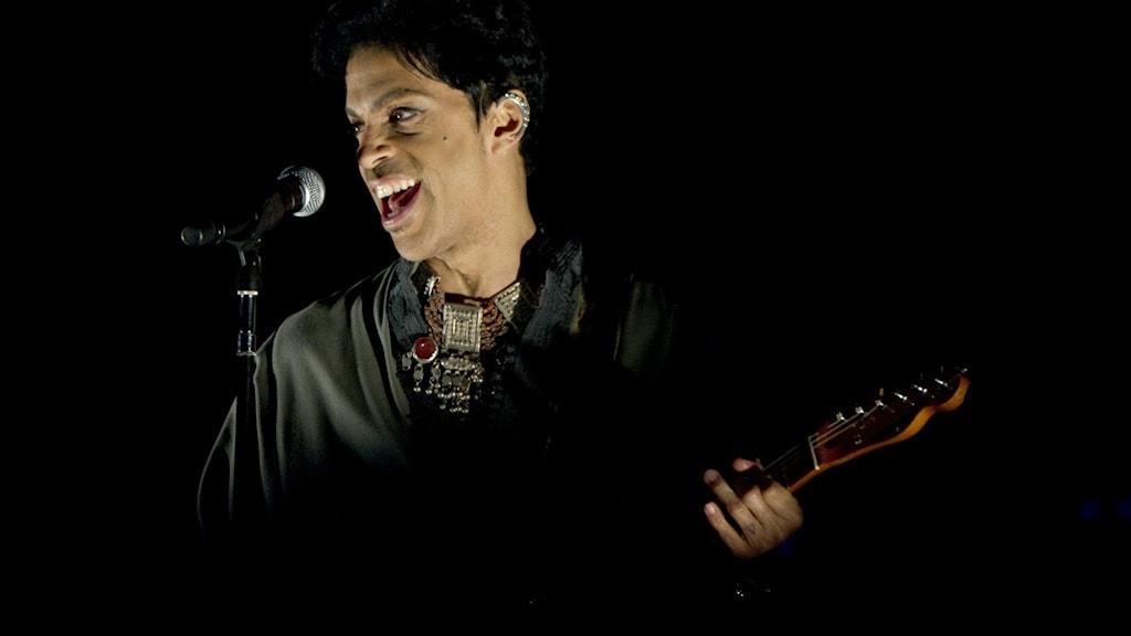 Artisten Prince på scen under festivalen Way out west.