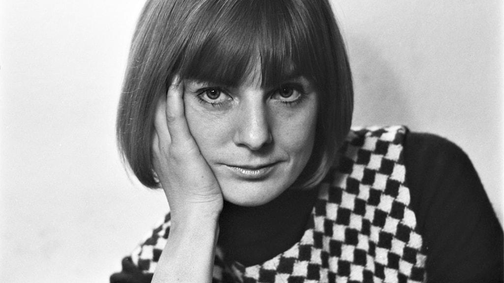 Porträtt av skådespelaren Inga Sarri.