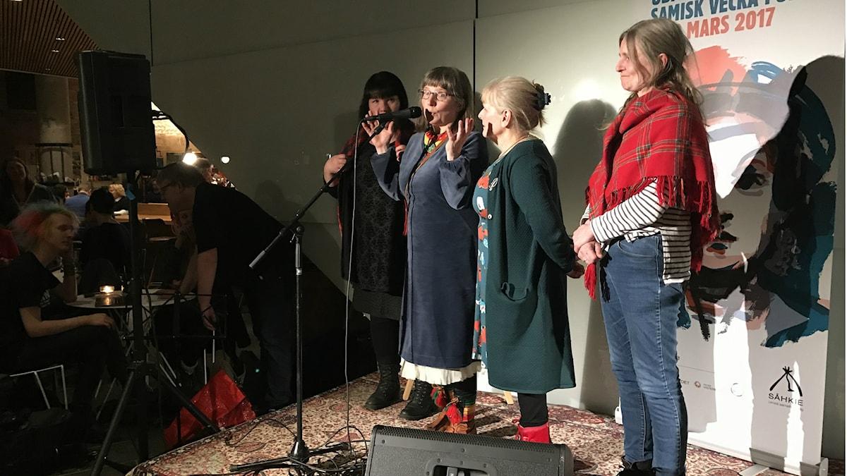 Internationella kvinnodagen till ära presenterade en kvartett Umeälvens jojk.