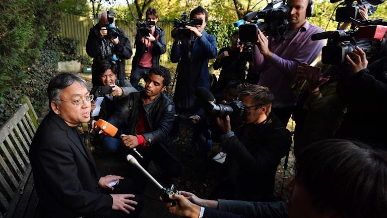 Kazuo Ishiguro mötte pressen vid tre presskonferenser.