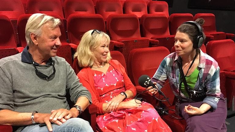 Ingmar Bergman, son till Ingmar och Gun Bergman, och Marie Nyreröd, dokumentärfilmare intervjuas av Thella Johnson. Foto: Gunnar Bolin/Sveriges Radio