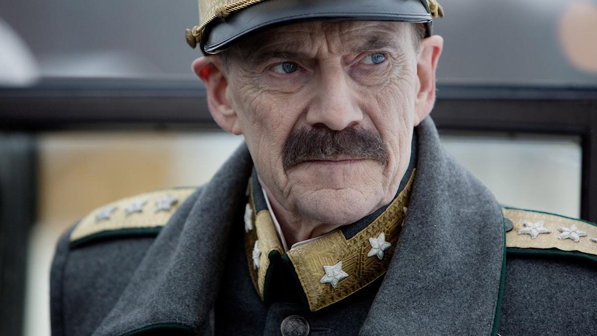 Jesper Christensen är magnifik som den åldrade kung Haakon. Foto Studiosentertainment