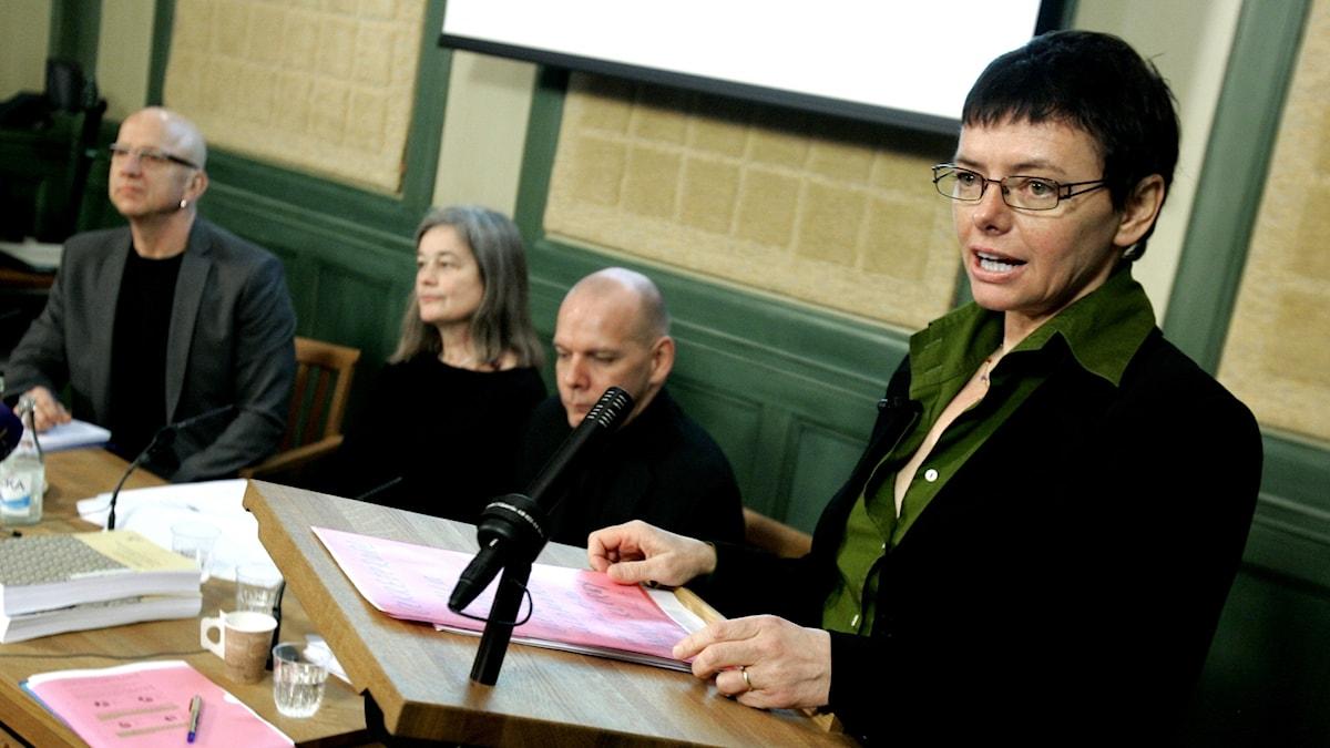 """2006 överlämnade Birgitta Englin utredningen """"Plats på scen"""" tillsammans med sin kommitté."""