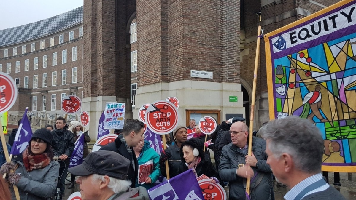 Protester mot nedskärningar i kulturen i Bristol