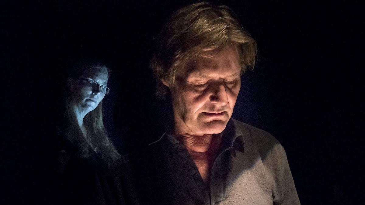 Anna Pettersson och Johan Rabaeus i Fadren på Strindbergs intima teater.
