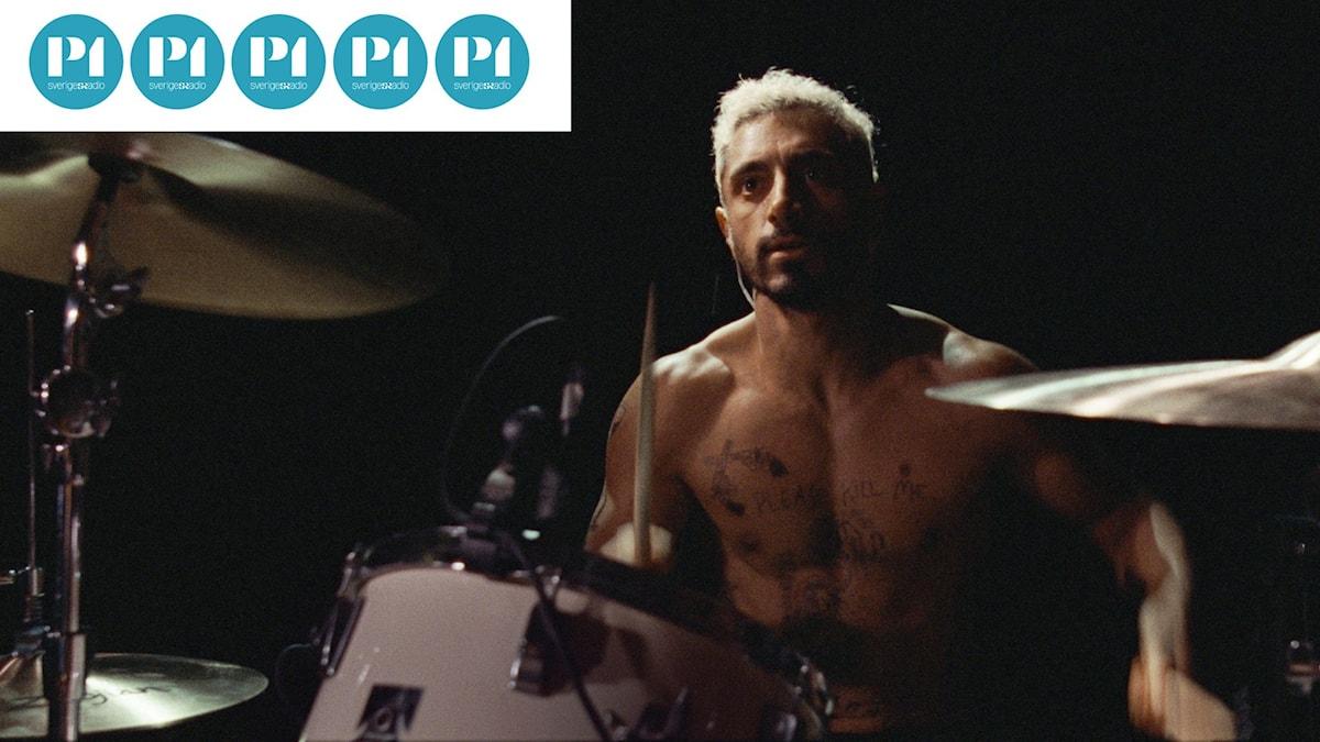 Riz Ahmed spelar huvudrollen som Ruben i Sound of Metal.