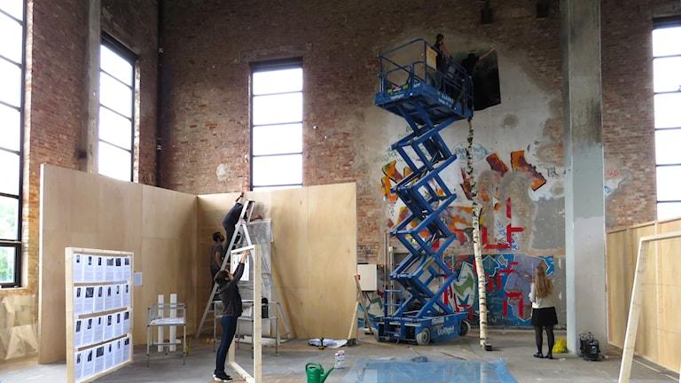 Göteborgs internationella konstbiennal förbereds på Röda Stens konsthall.
