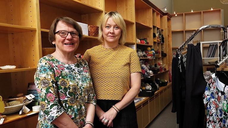 Eivor Vallin och Anna Zetterlund, Hemslöjdsbutiken i Härnösand.
