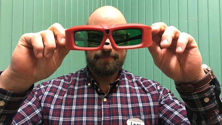 Man i 3D-glasögon på biograf