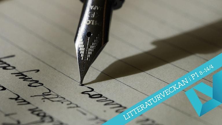 En penna som skriver.