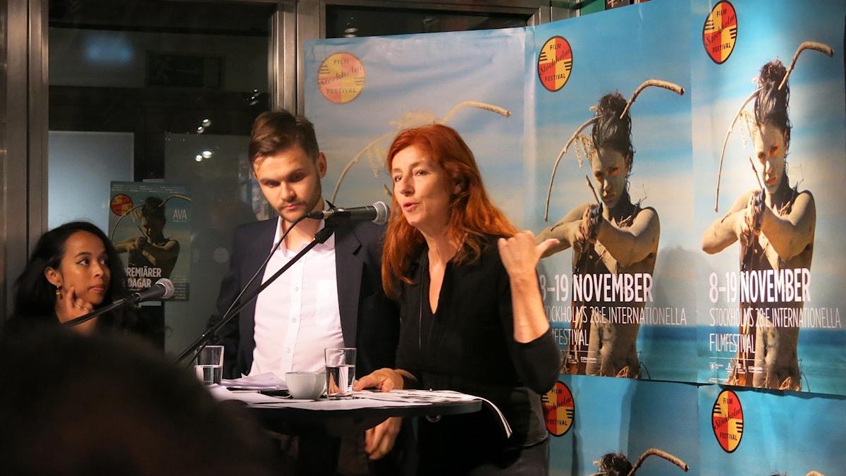 Festivalchefen Git Scheynius berättar om programmet under Stockholms Filmfestival. Foto: Björn Jansson/Sveriges Radio.