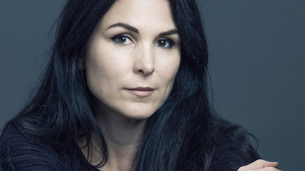 Serietecknaren och konstnären Nina Hemmingsson är aktuell med utställningen Livet, ditt as på Halmstad konsthall.