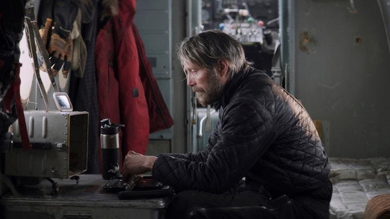"""Mads Mikkelsen i filmen """"Arctic""""."""