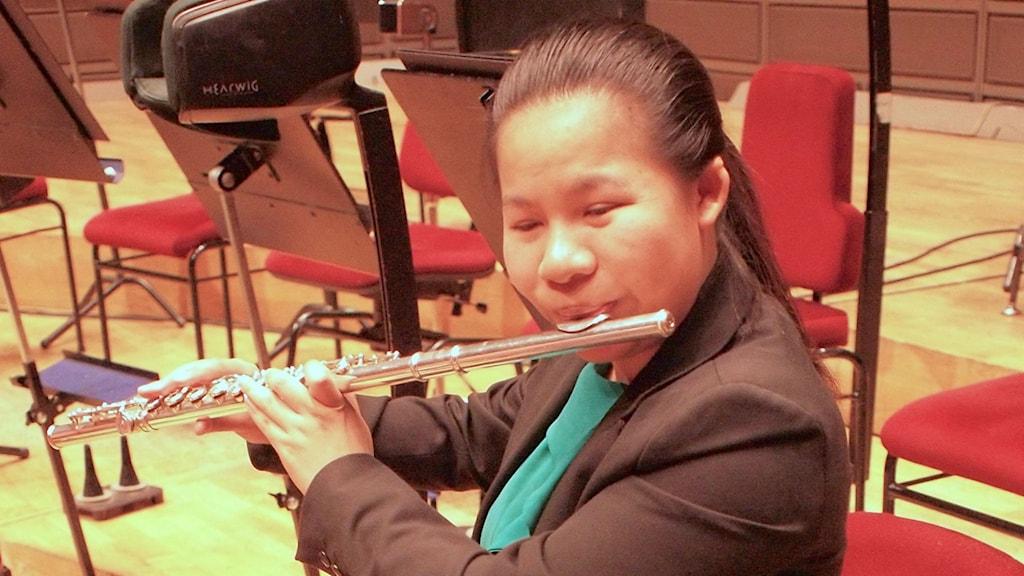 Tvärflöjtisten Wu Jing på Stockholms konserthus.