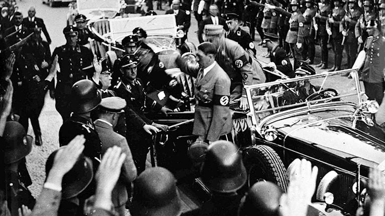 Hitler och hans anhang fick folk att ackompanjera nazismens väg till makten.