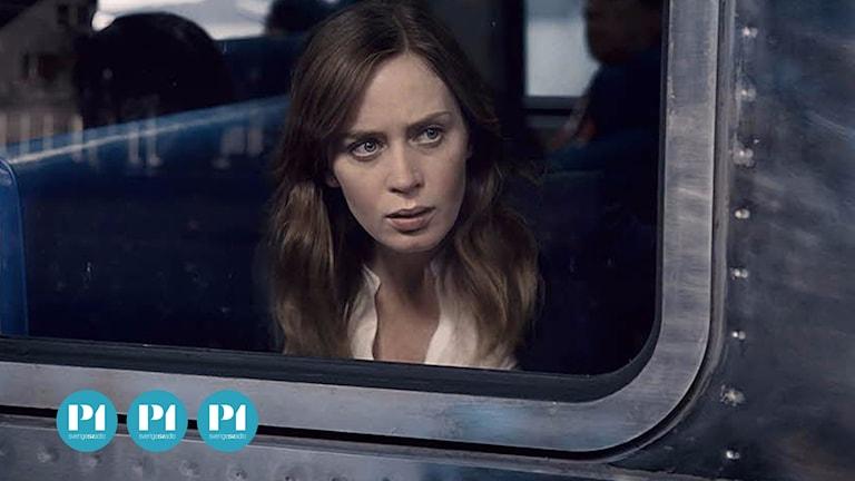 Emily Blunt briljerar i huvudrollen i Kvinnan på tåget, tycker vår recensent.