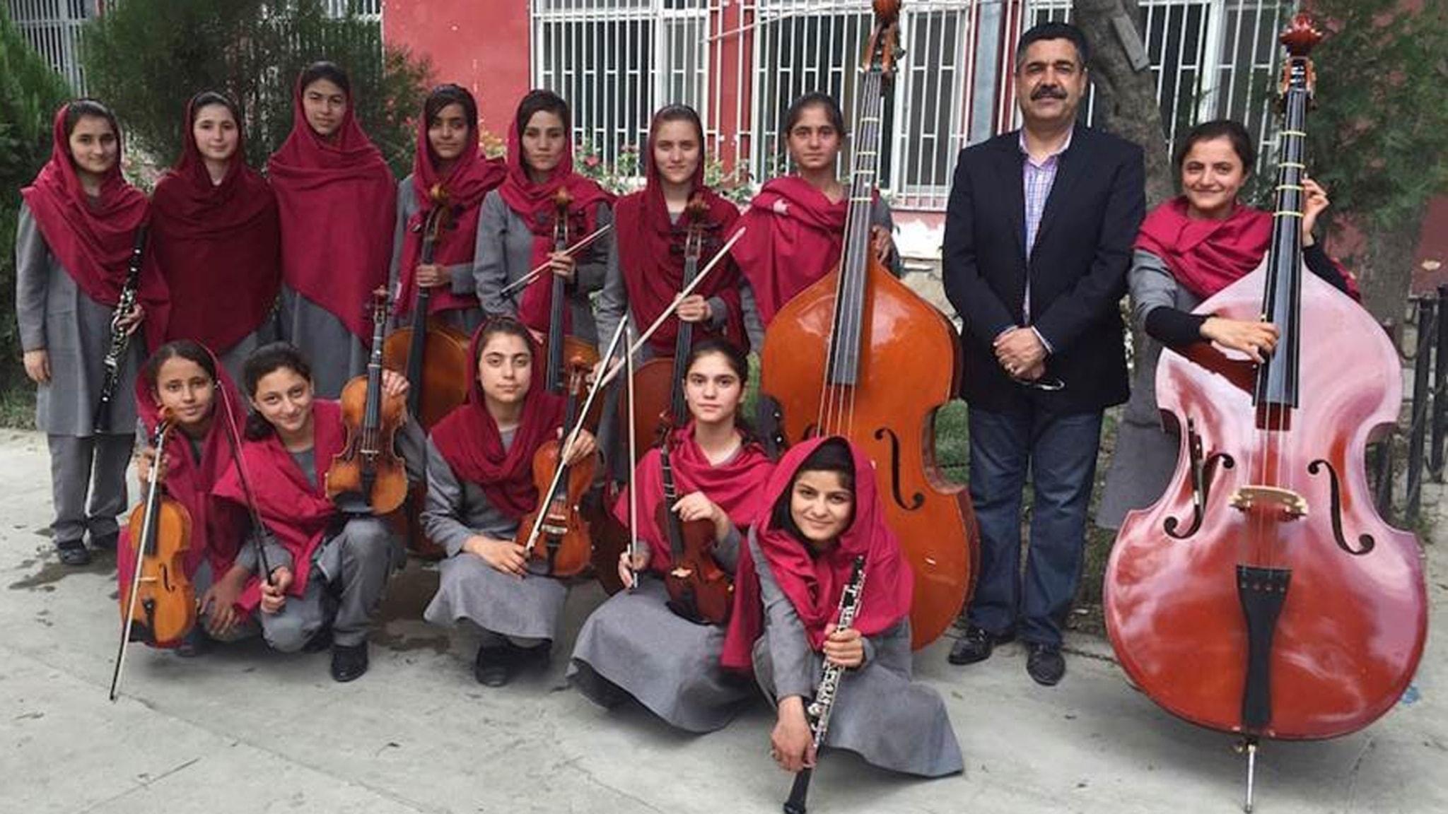 Afghanistans nationella musikinstitut har en helkvinnlig orkester, vilket förargar många extremister i landet.