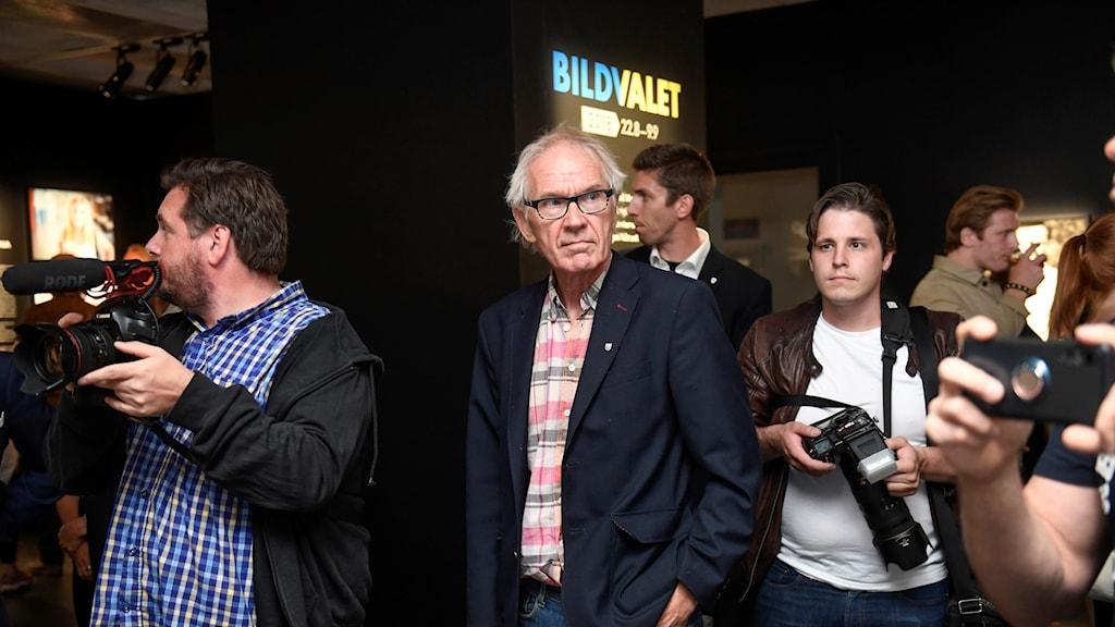 Lars Vilks deltar vid vernissagen för Bildvalet 2018.