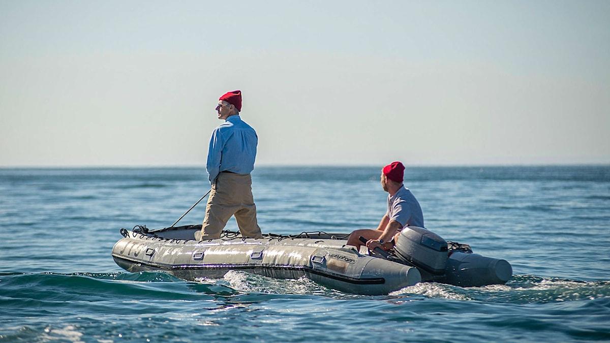 Jacques Cousteau och hans besättning klädda i  de världsberömda röda mössorna.