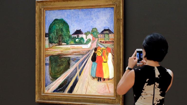 """""""Flickorna på bron"""" av Edward Munch."""