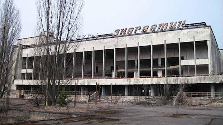 Kulturhuset står övergivet i spökstaden Pripjat, som evakuerades efter Tjernobylkatastrofen. Foto: Fredrik Wadström/Sveriges Radio.